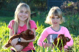 girls&chickens16